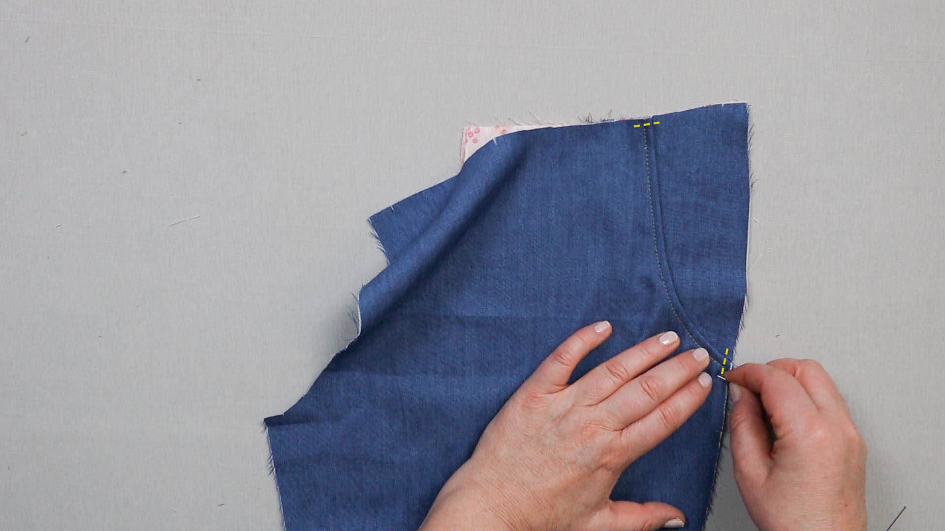 Tascheneingriff auf unterem Taschenbeutel feststecken und fixieren