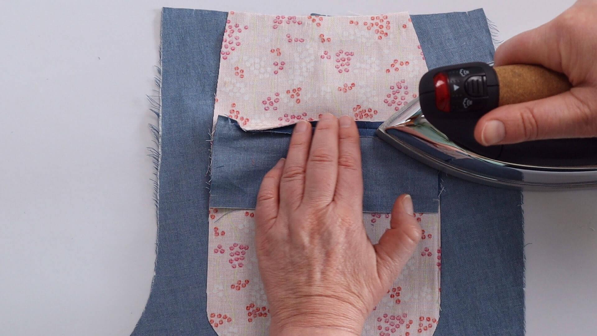 Nähanleitung einseitige Paspeltasche- Arbeitschritt: obere Belegansatznaht ausbügeln