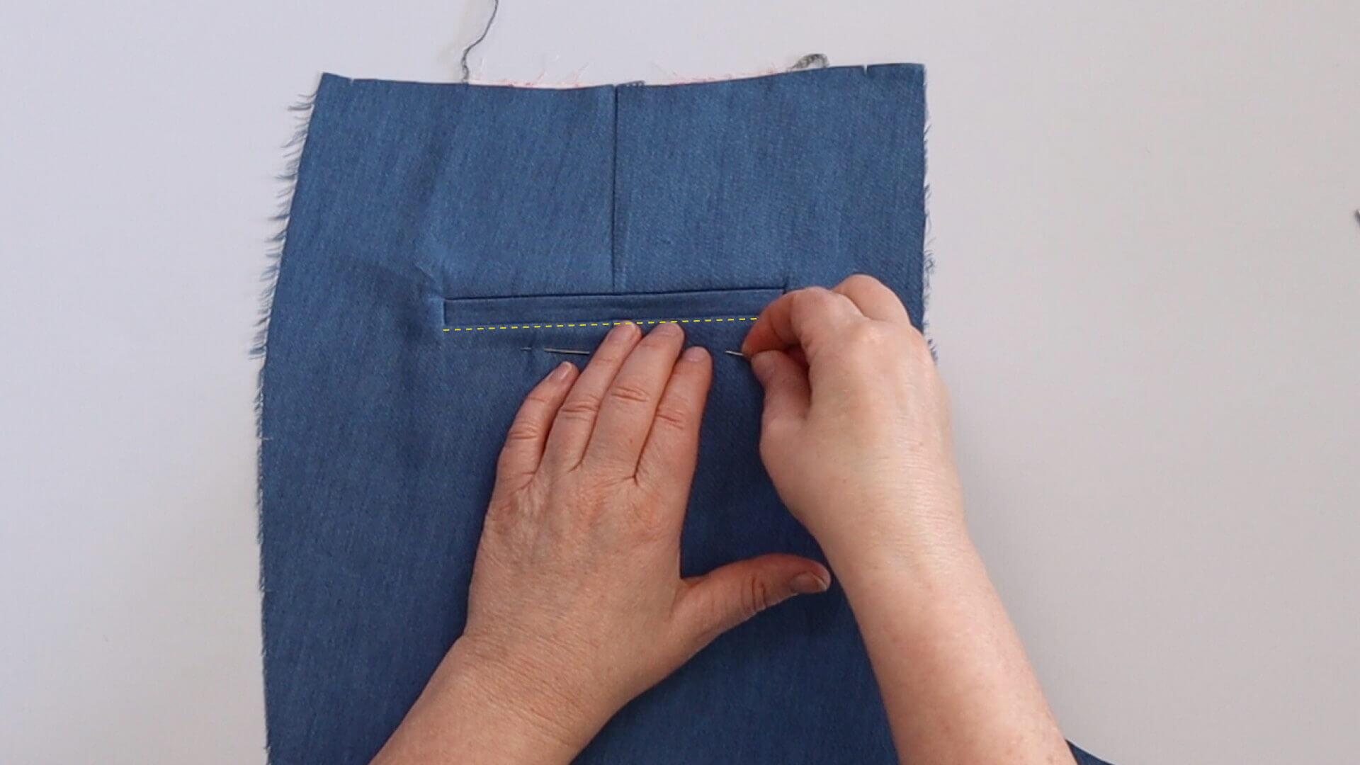 Einseitige Hosen Paspeltasche selber nähen-Tasche vor der Steppung feststecken