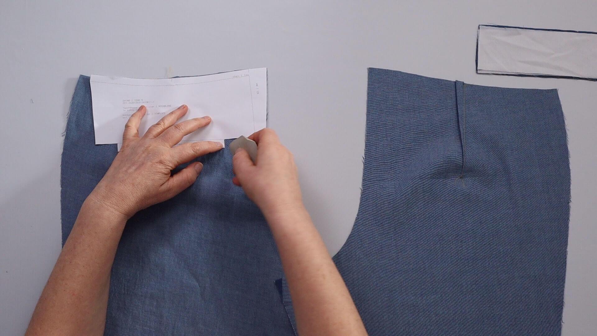 Hosentasche selber nähen- Arbeitsschritt: Taschenposition auf linker Stoffseite anzeichnen
