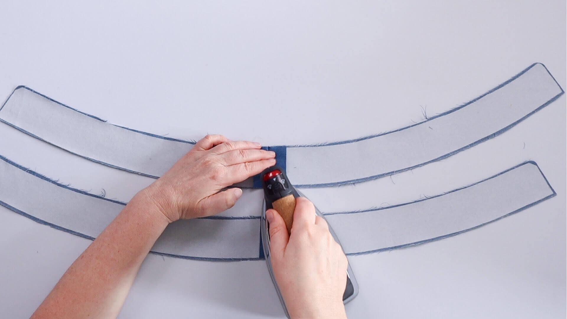 angesetzten Hosenbund #B01 selber nähen-hintere Teilungsnaht an Innen- und Außenbund ausbügeln