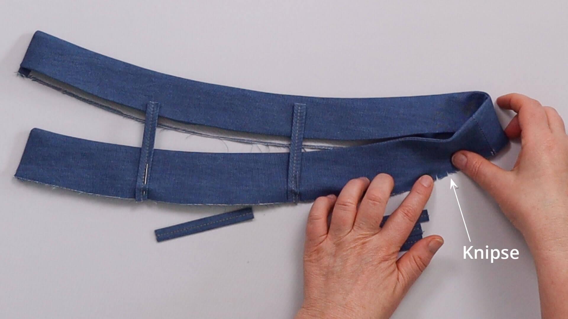 angesetzten Hosenbund #B01 selber nähen-Gürtelschlaufen zwischen Knipse auf Außenbund feststecken