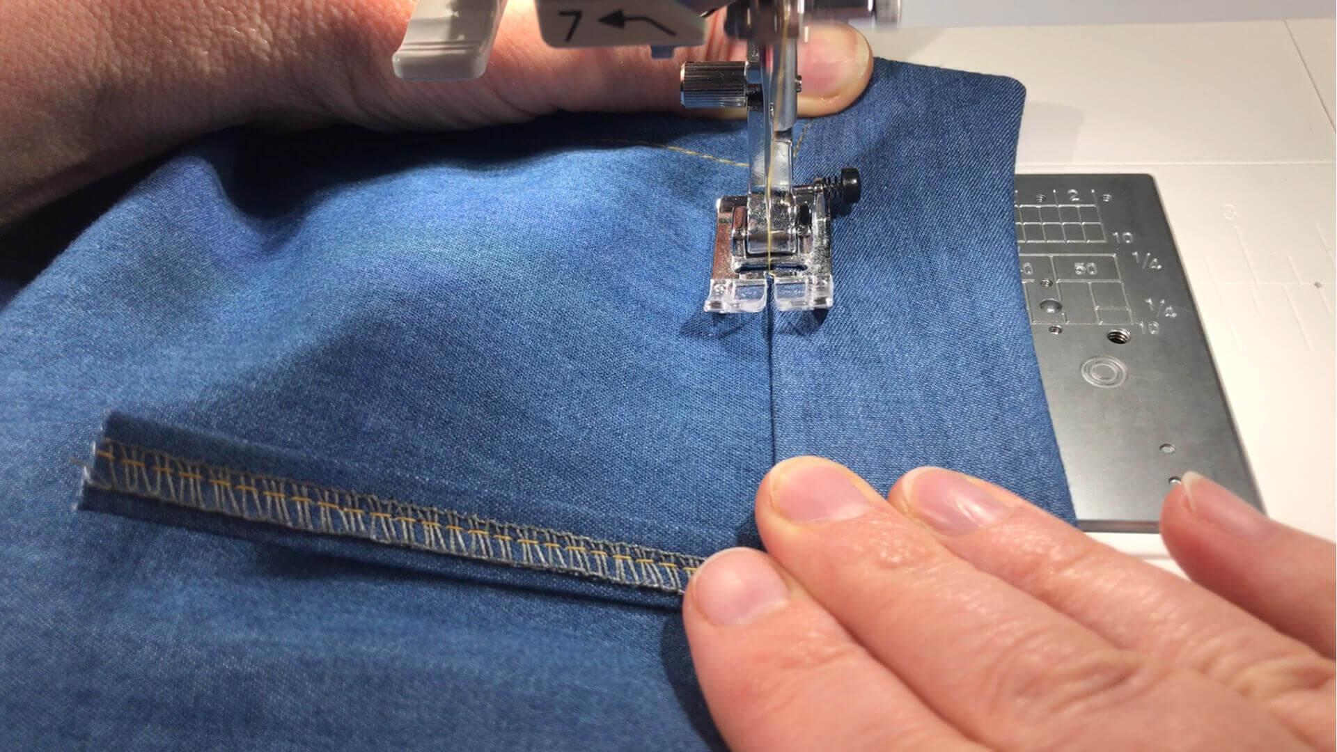 angesetzten Hosenbund #B01 selber nähen- Innenbund im Nahtschatten der Ansatznaht von Außenseite feststeppen