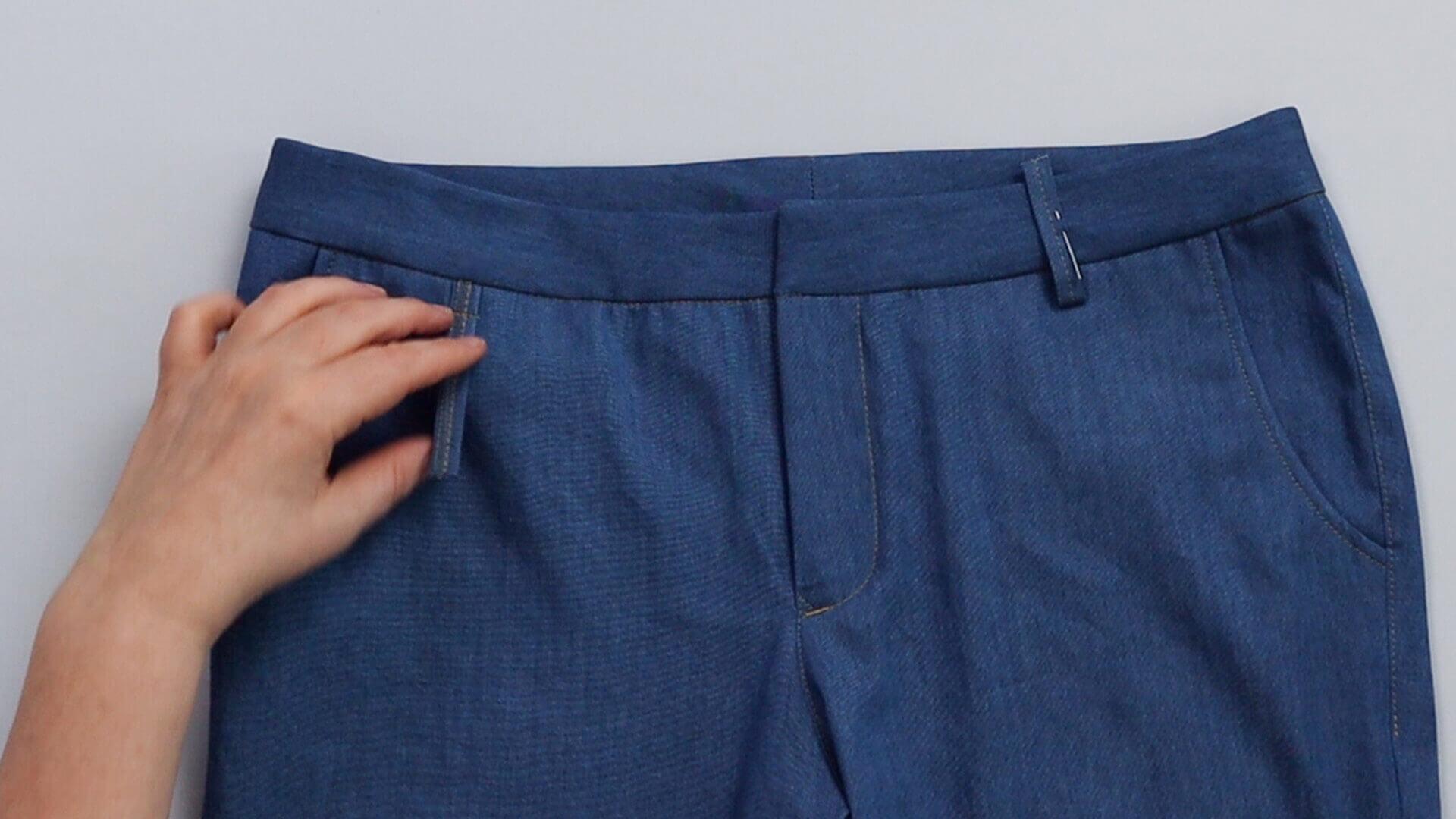 angesetzten Hosenbund #B01 selber nähen- Gürtelschlaufen auf Bund hochschlagen und aufstecken